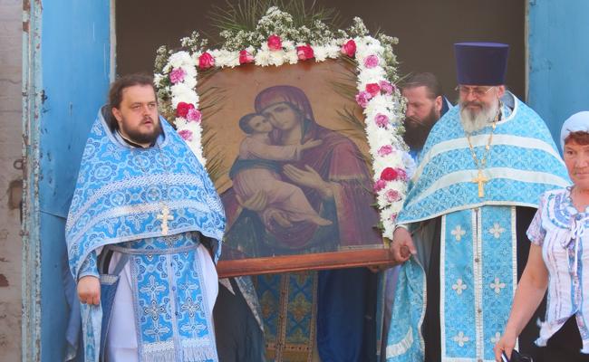 Престольный праздник храма, в честь Владимирской иконы Божией матери